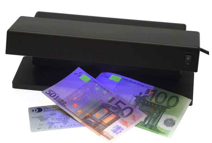 lámpara billetes falsos